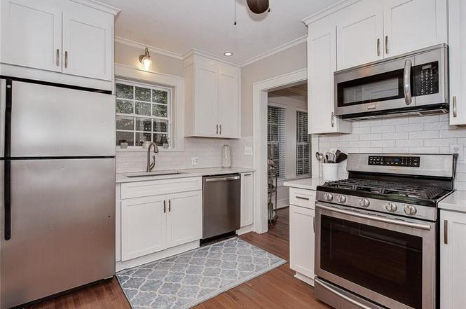 1717 Nassau Blvd. kitchen