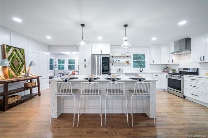 2038 Emerywood Drive kitchen