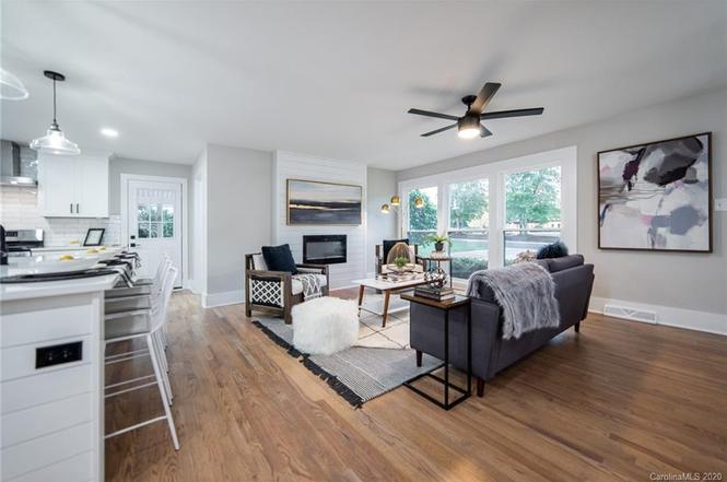 2038 Emerywood Drive living room