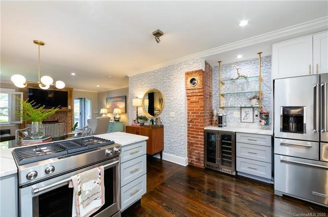 2332 Shenandoah Ave kitchen bar