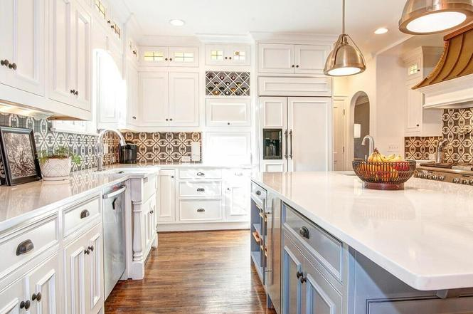 2825 Hampton Ave kitchen
