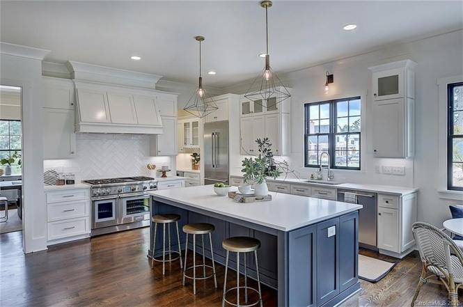 3102 Cramer Pond Drive kitchen