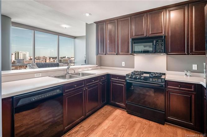 315 Arlington Ave. #1201 kitchen