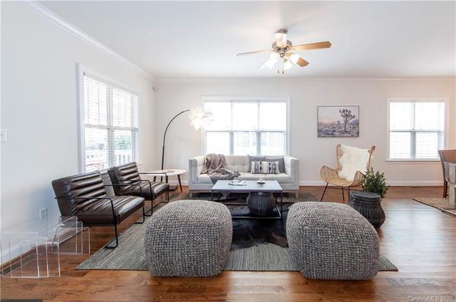 315 Woodvale Pl living room