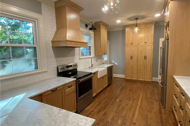 3234 Selwyn Ave. kitchen