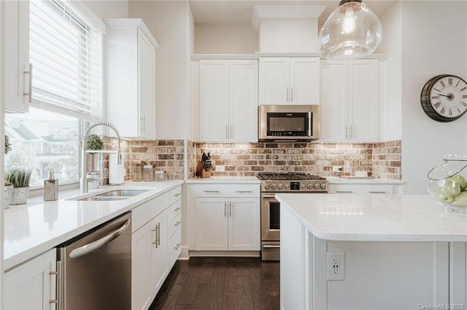 325 Ideal Way kitchen