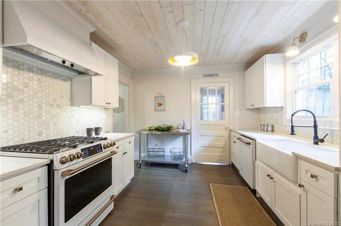 3331 Benard Ave kitchen