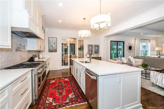407 Wonderwood Dr kitchen