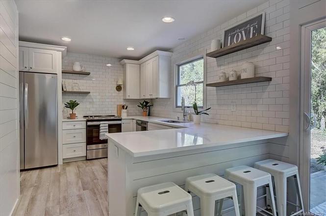 6745 Morganford Rd kitchen