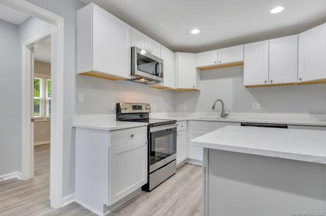 715 Claremont Rd kitchen