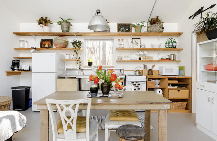 Eclectic and Stylish Cottage kitchen