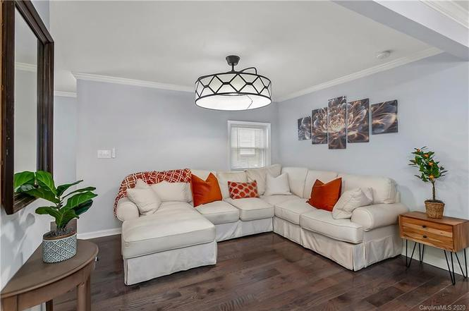 1032 Holland Ave. living room