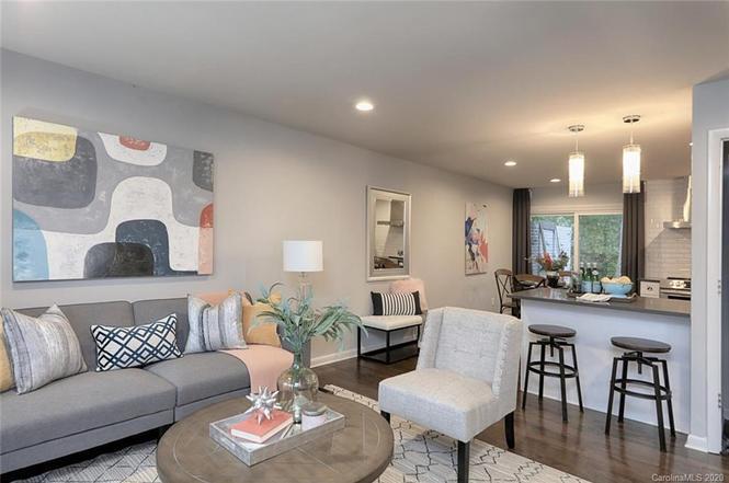 1616 Herrin Ave living area