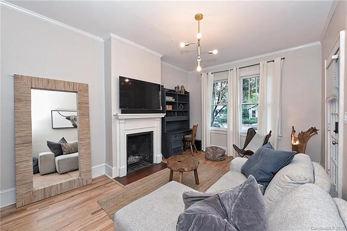 1714:1712 Thomas Ave living room 2