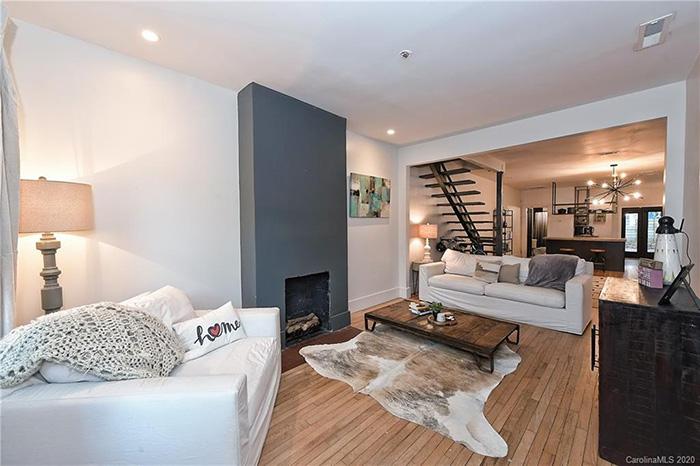 1714:1712 Thomas Ave living room