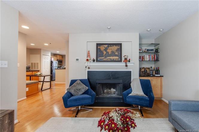 2210 Sumner Green Ave. Unit P living room