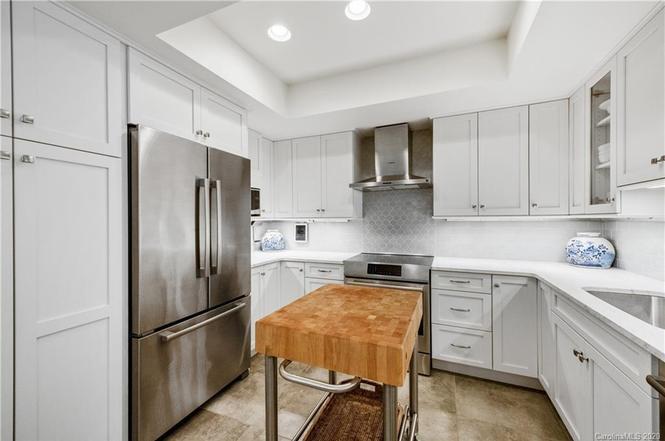 2222 Selwyn Ave #404 kitchen