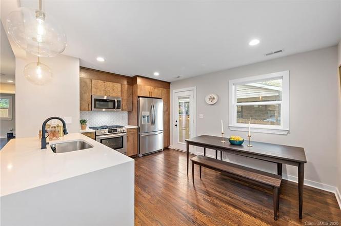 2909 Ravencroft Drive kitchen
