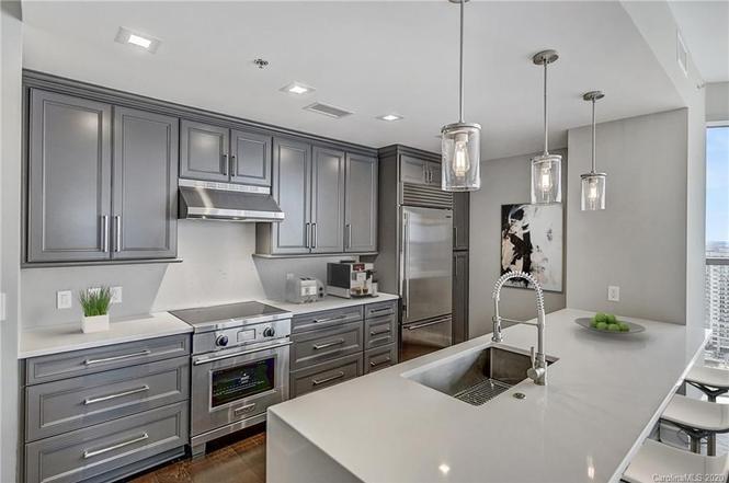 333 W Trade St #2106 kitchen