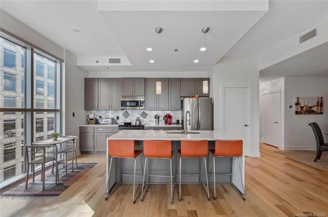 333 W. Trade St. #1800 kitchen