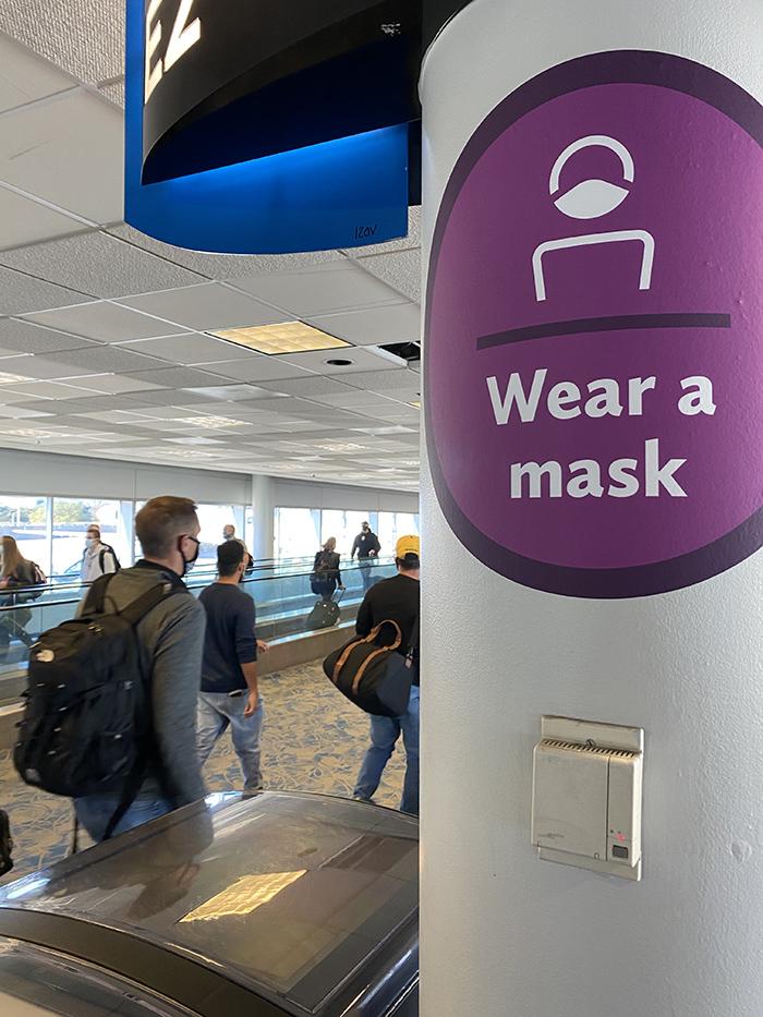 Mask sign at Charlotte Douglas International Airport